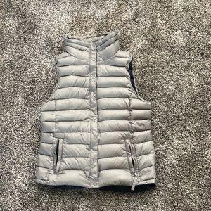 Gap brand women's puffer vest size medium